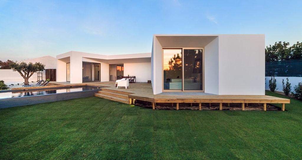 Czas budowy domu jest nie tylko wyjątkowy ale dodatkowo niezwykle skomplikowany.